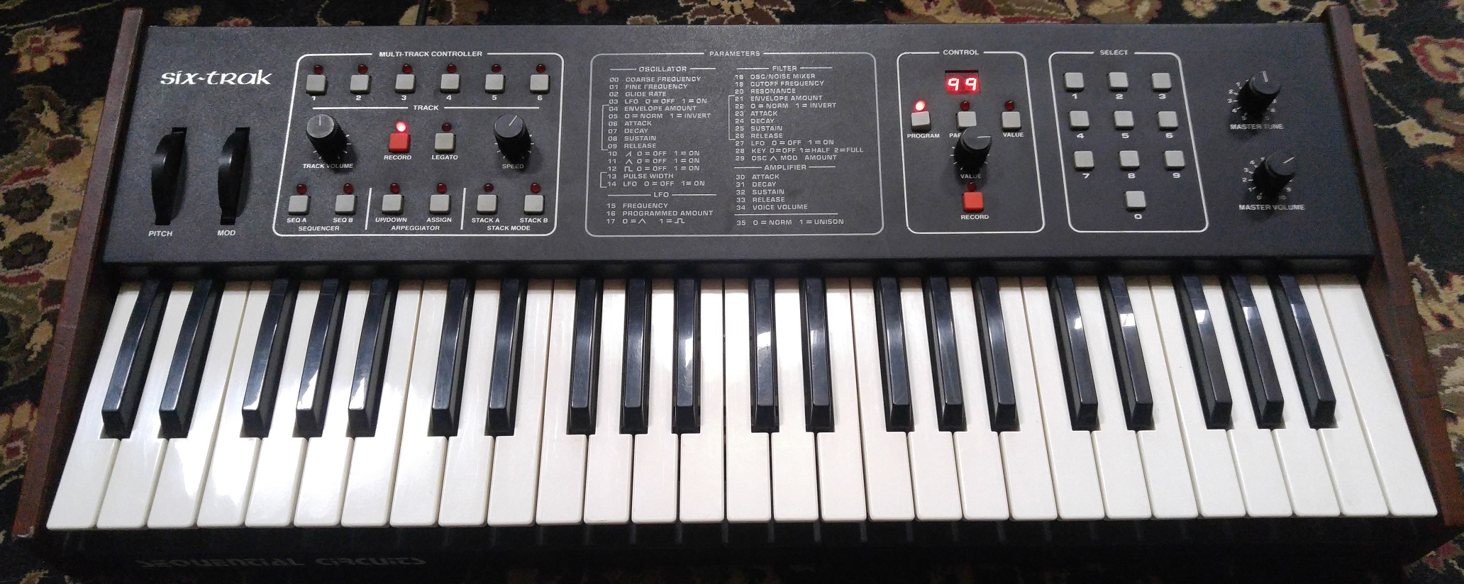 Vintage Sequential Circuits Synthesizer in full working shape, with manual